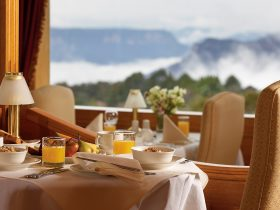 Hotel Mountain Heritage breakfast with valley mists