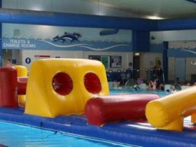 Inflatable pool gadget