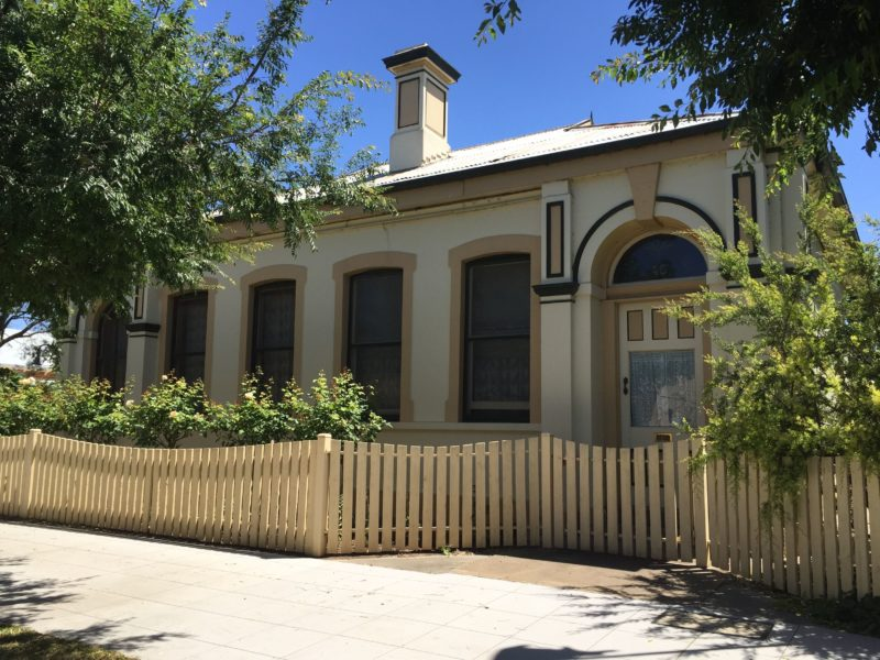 Jerilderie Historic Residence - Historic Home and Gardens