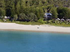 Kims Beachside Lodges - Aerial Image