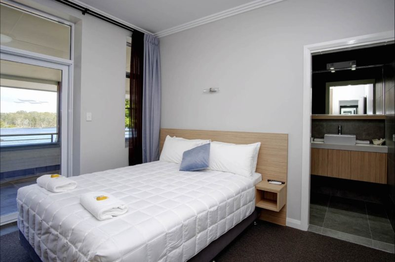 Lakes-Ocean-Hotel-Forster-NSW-accommodation-queen-room