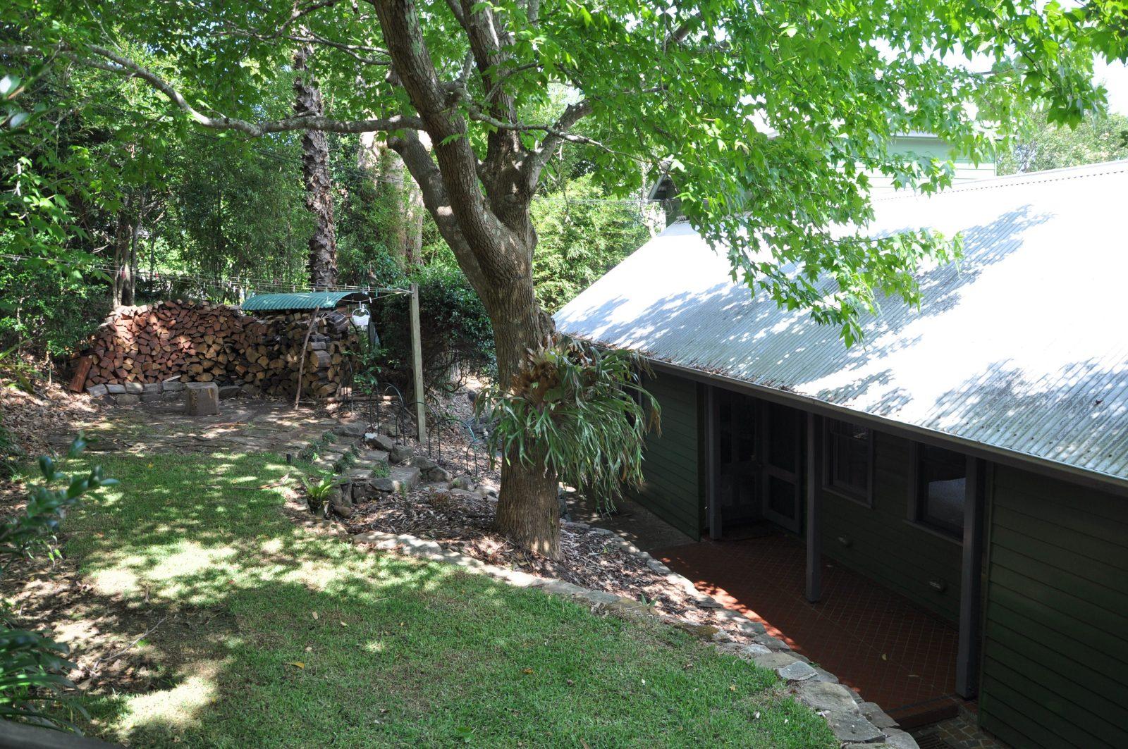 Leafy Sea Cottage private yard