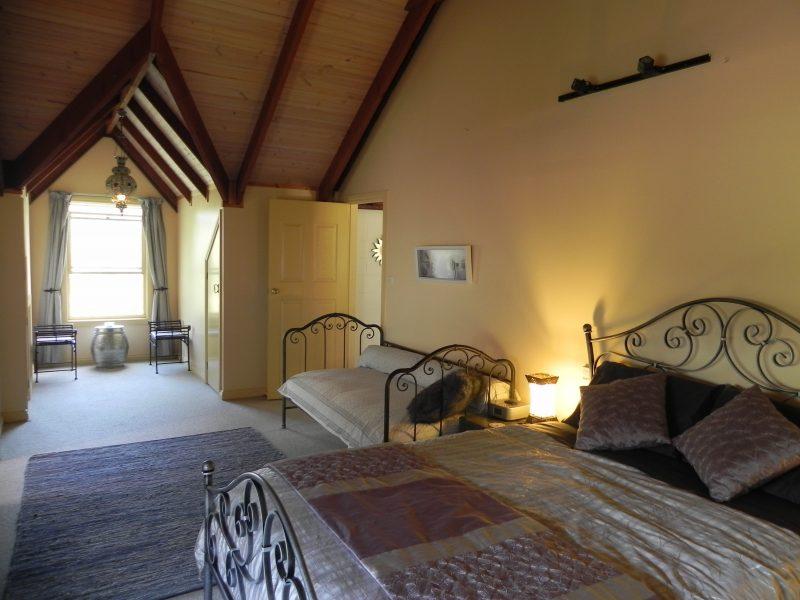 Sunset & Stellar Apartments' romantic suite with spacious bathroom & views of beautiful Batemans Bay