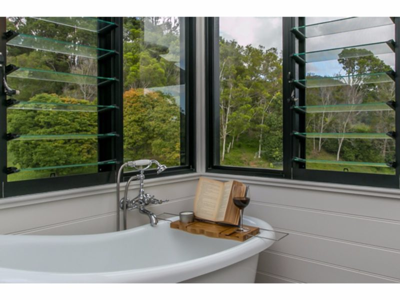 Ensuite bathtub for relaxing with a glass of wine and interesting book!