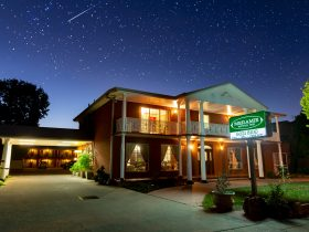 Meramie Motor Inn by night