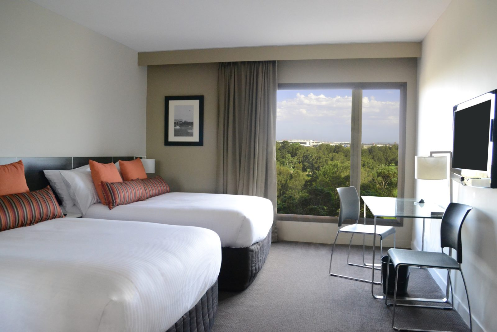 Rooms at Mercure Sydney International Airport