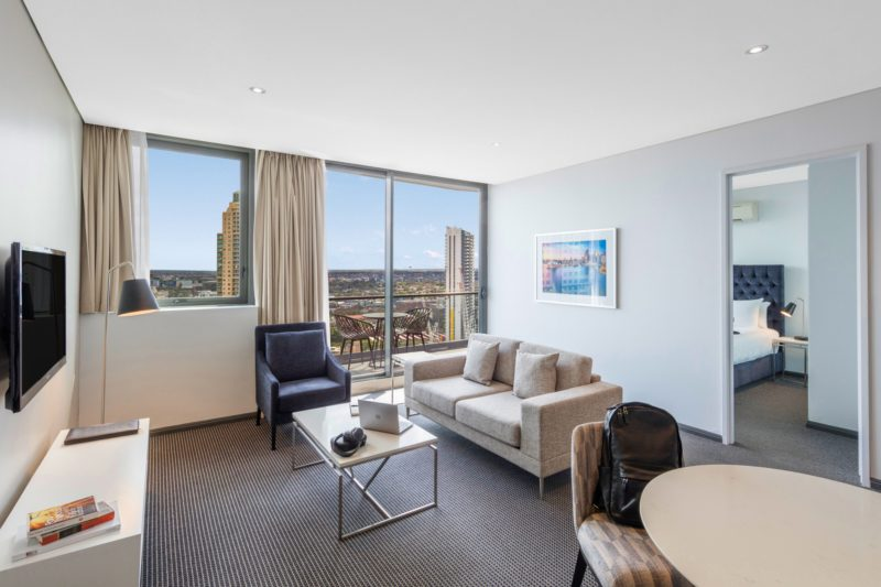 Meriton Suites Campbell Street - Living