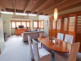 Mitta Mitta Lounge dining room