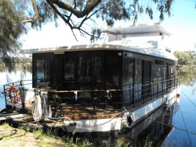 A 6 berth two bedroom houseboat with ensuite toilets and spacious living areas very easy to manage