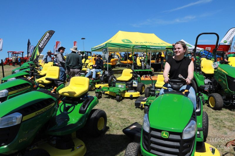 Ride-on mower exhibitor