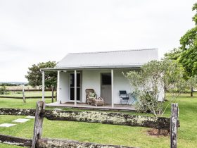 Accommodation-Stables-Old-Schoolhouse-Milton