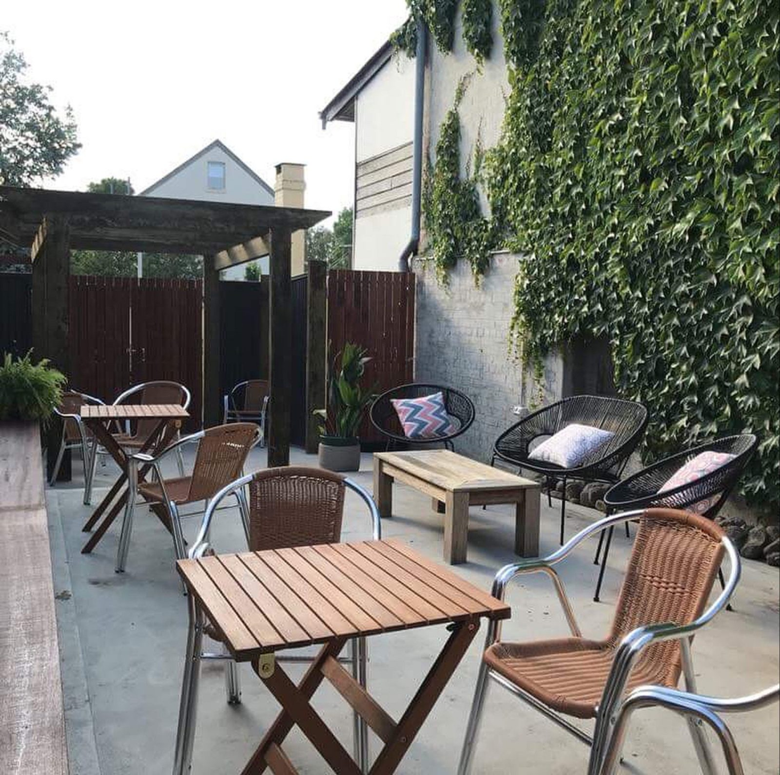 Alfresco Dining in the Courtyard at Our Place