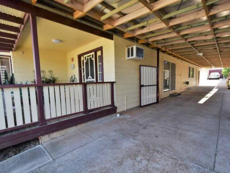 Papillon Overnight Stays Young NSW 2594 Car Port Area