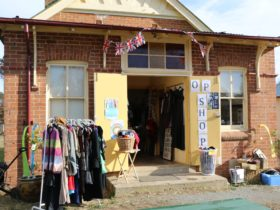 Bungendore, op shop, second hand