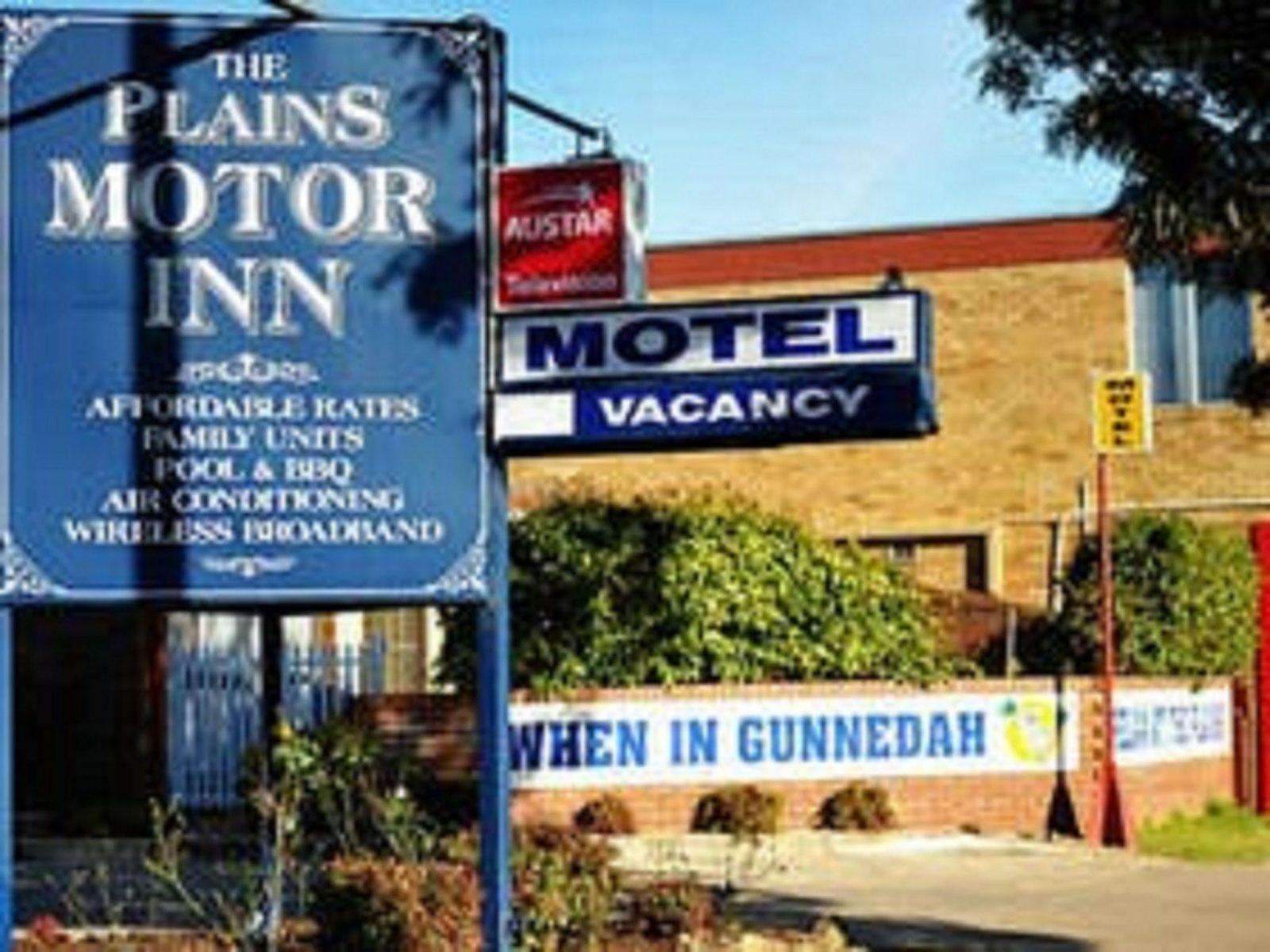 Front View Of Plain Motor Inn