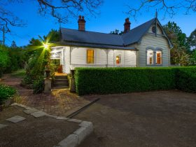 1860 Heritage Listed Cottage