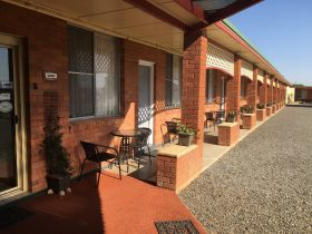 Quirindi Sunflower Motor Inn has 18 rooms all with direct access and parking outside your door