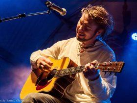 Darren Coggan playing guitar