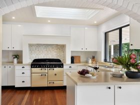 Rivendell Berry - Fully equipped kitchen