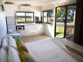 Farrant House | Accommodation | Culburra Beach | New South