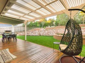 Gerroa holiday house - back deck at Southerly Change