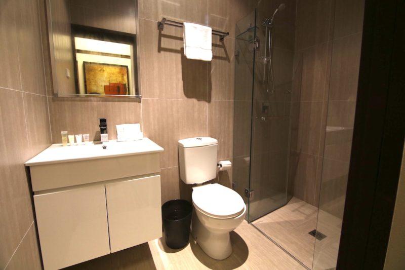 Southern-Cross-Hotel-Sydney-nsw-pub-accommodation-bathroom1.JPG