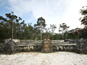 Sphinx Memorial, Ku-ring-gai Chase National Park. Photo: Andy Richards/NSW Government