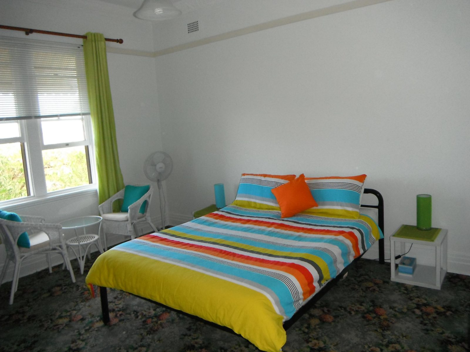 Queen bed and quiet sitting area