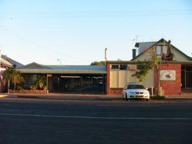 Swan Motel