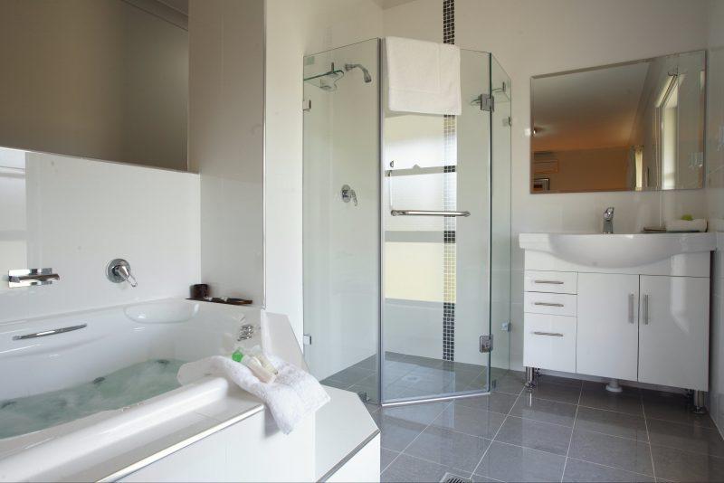 Talga Estate - In Room spa bath
