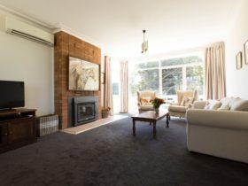 Wood Fire and Spacious Lounge - Tarella Farm House