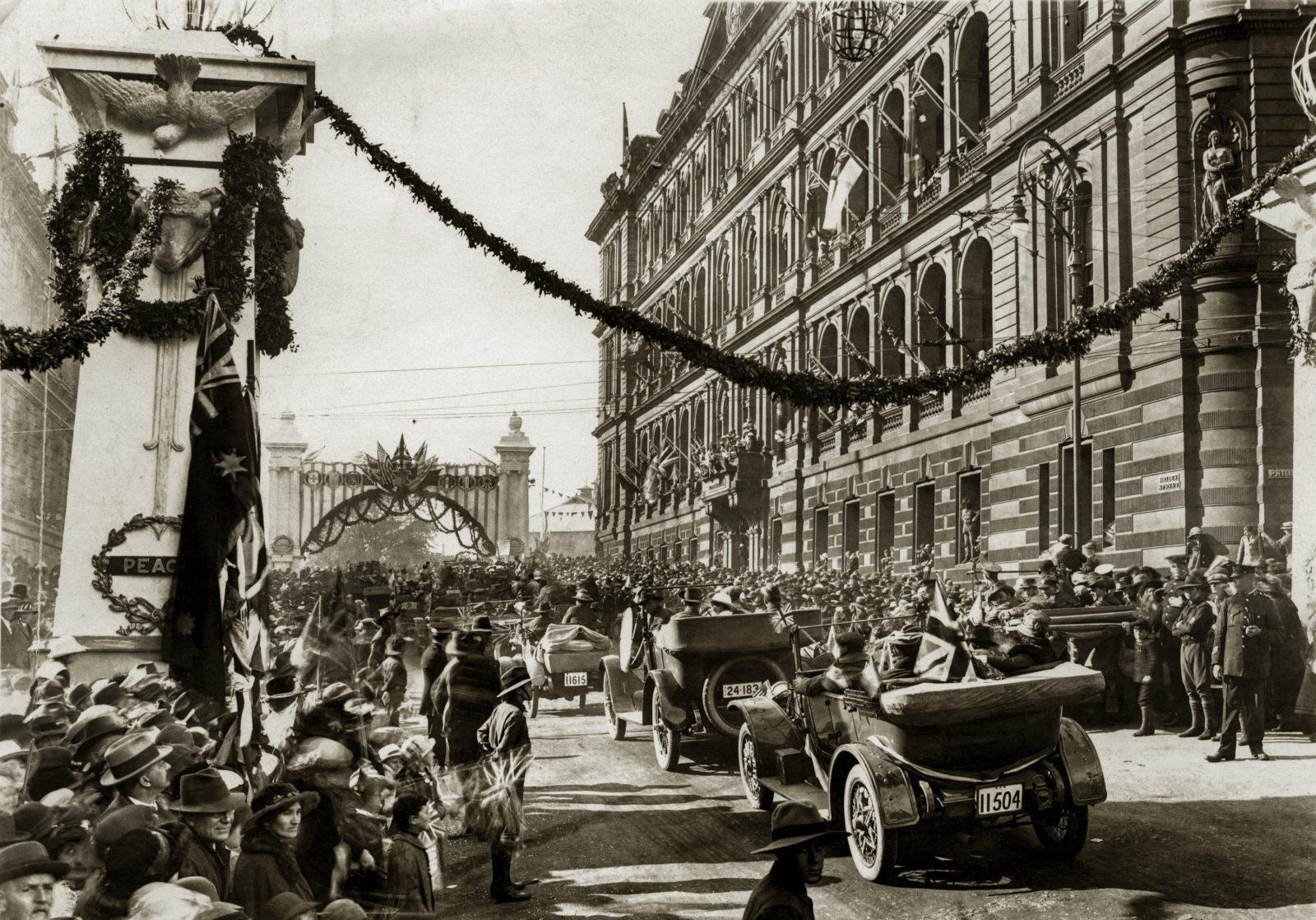 Macquarie Street celebrating the Armistice in 1919