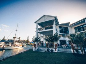 Boathouse bar and restaurant