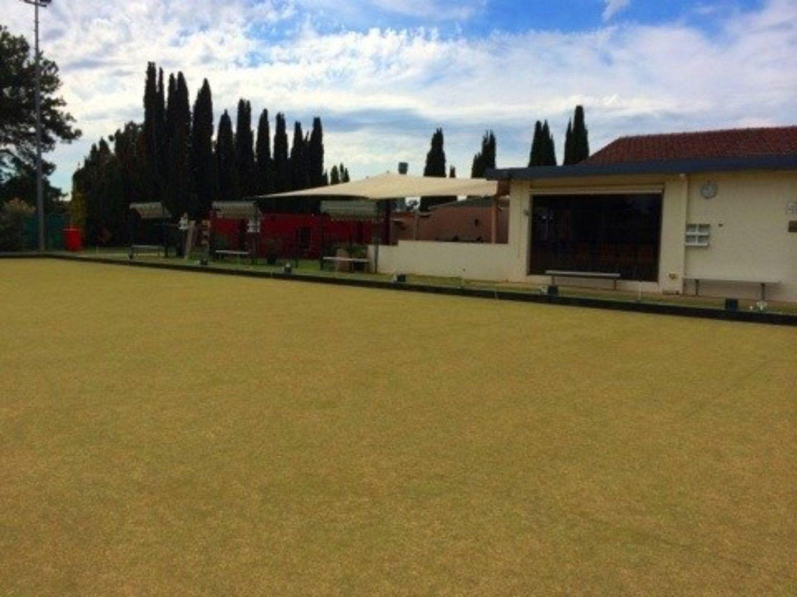 Lawn bowling field