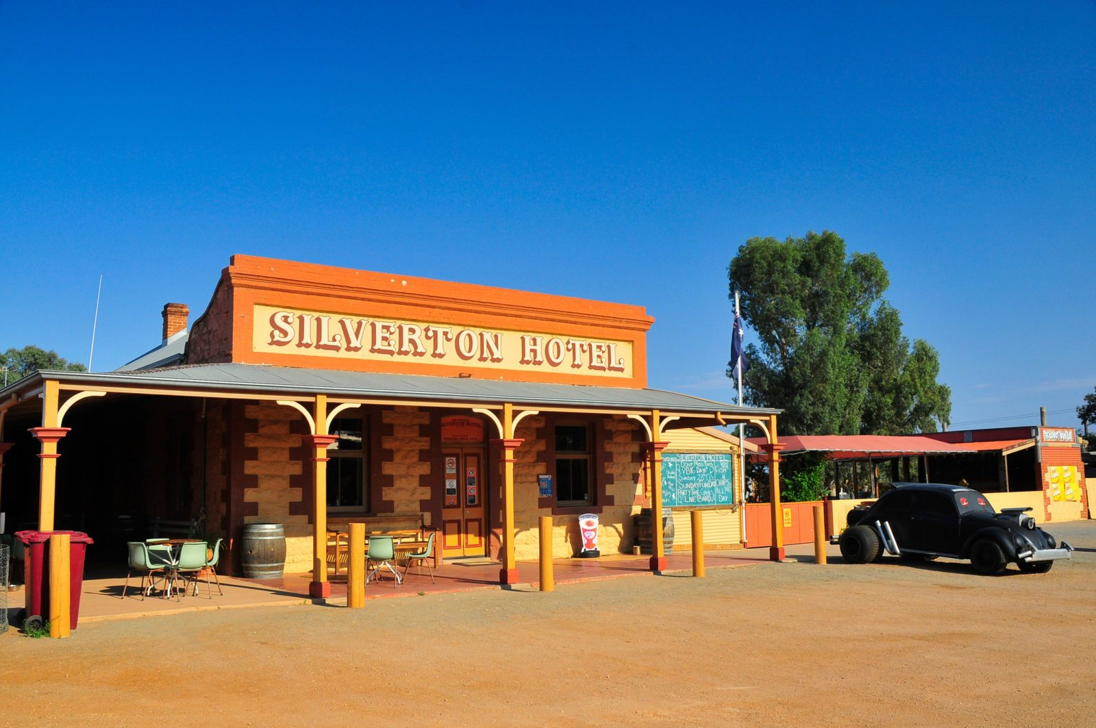 Front view of the Silverton Hotel