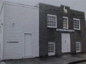 Vintage Pelican Playhouse...lots of fun