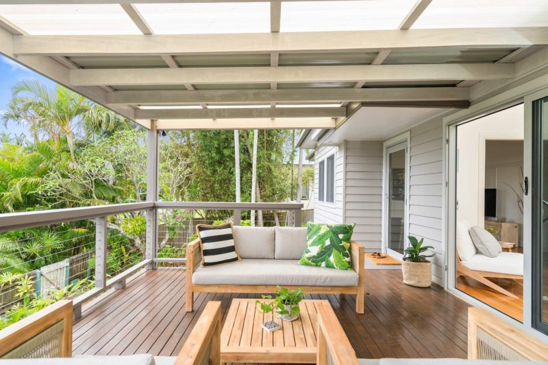 The White Rabbit - Byron Bay - Front Balcony Bright Green