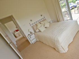 Tinnies Queen Room