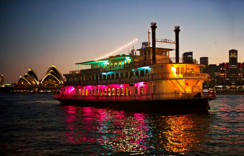 Sydney Showboats harbour dinner cruise