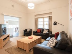 Wagga RSL Motel & Apartments - Apartment Lounge