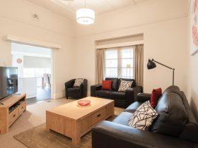 Wagga RSL Motel & Apartments - Apartment Lounge