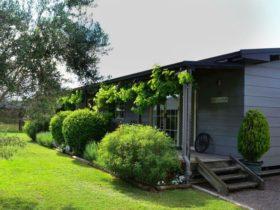 Wirrl Grange Cottage front