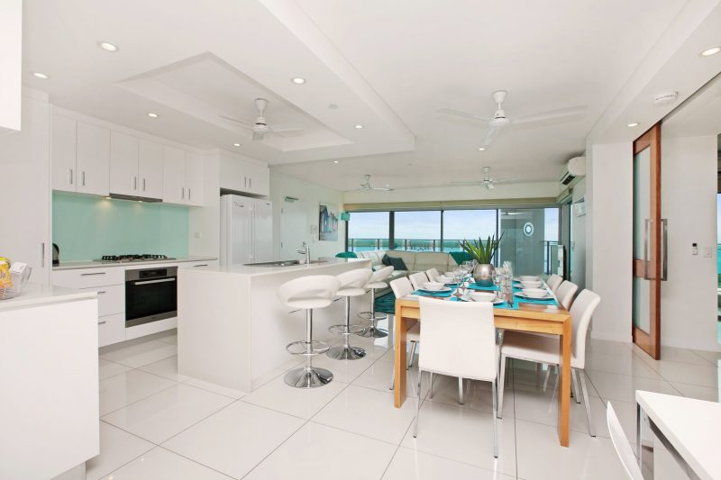 beachlife coral apartment dining and kitchen
