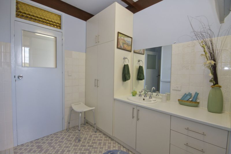 cavenagh lodge bathroom