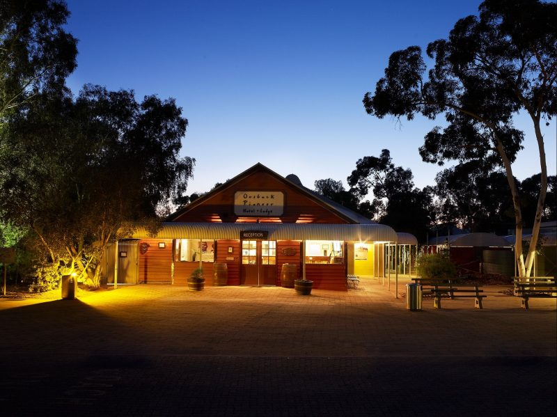 Offering traditional Australian outback hospitality. Choose from 3 ½ star Hotel or 2 star Lodge.