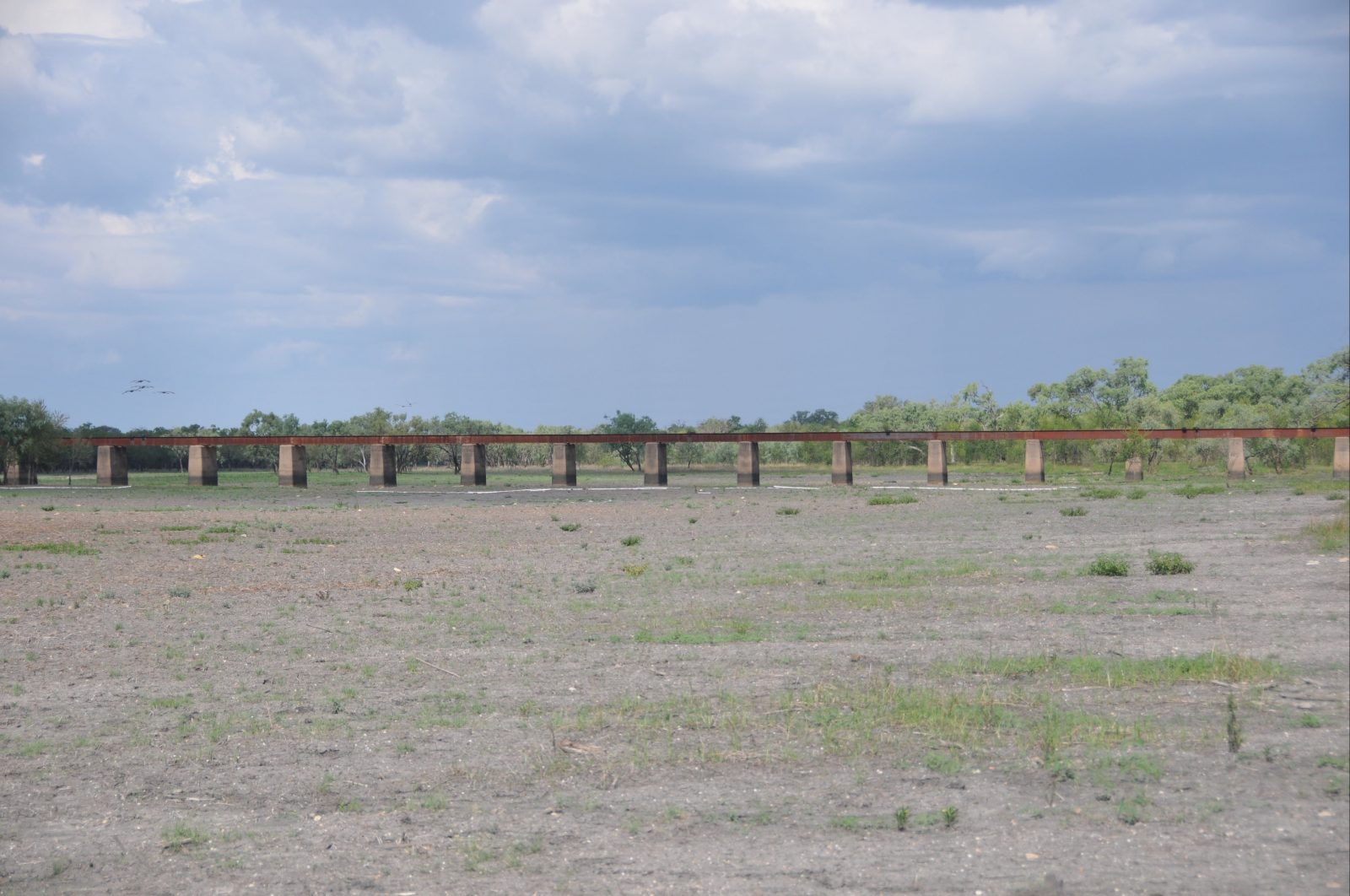 Railway bridge over Warloch Ponds