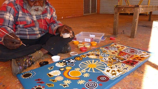 Warlukurlangu Artists Aboriginal Corporation - Alice Springs Area - Northern Territory