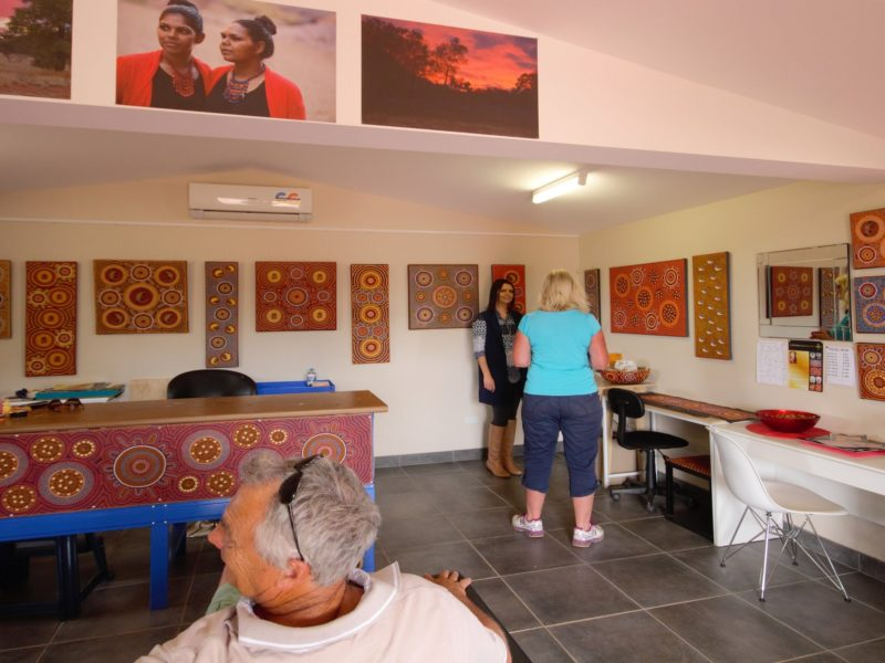 Aboriginal art cultural tour experience Indigenous Alice Springs