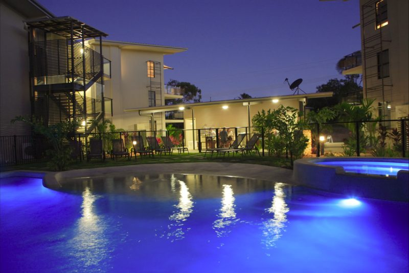 Enticing pool in the evening, relax & enjoy a BBQ and look at the night lights