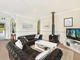 Guests Lounge room